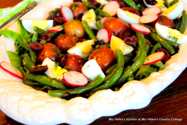 Garden Fresh Nicoise Salad at Miz Helen's Country Cottage