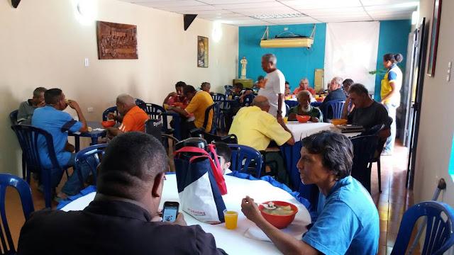 """Santuario del Nazareno de Achaguas lleva a cabo programa; """"comedor del anciano"""" pero necesita colaboración de alimentos."""