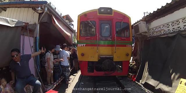 曼谷-最新美功鐵道市場 公共交通 搭車抵達方式