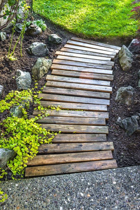 Learn how to make this easy and beautiful pallet wood garden walkway in an afternoon! It turned out so beautiful! Click for full tutorial. #pallet #pallets #palletwood #gardenpath