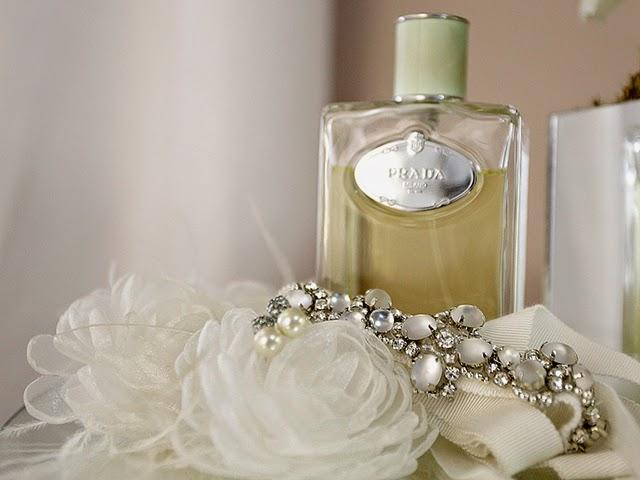Casamento - Dia da Noiva - Perfume e Acessórios