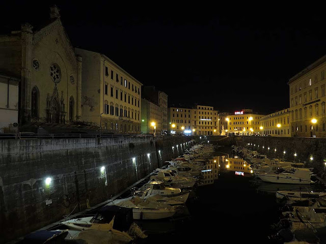 Night view of the Fosso Reale from the Mercato bridge, Livorno
