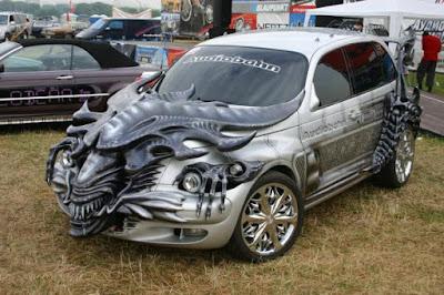 Modifikasi mobil unik berbentuk alien