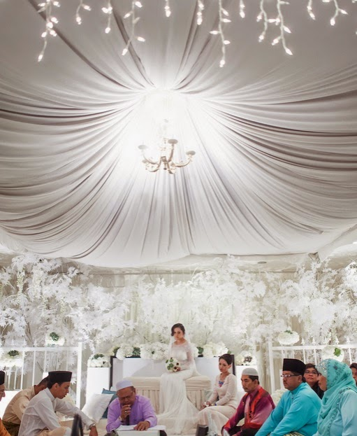 great tent drapes white flowers pelamin akad