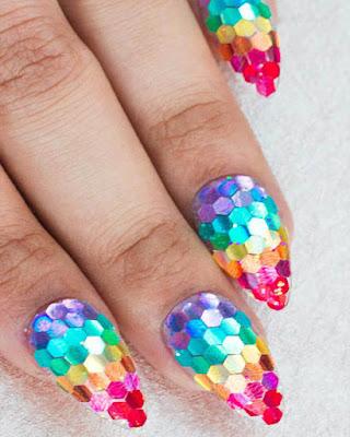 uñas con lentejuelas rainbow de colores juvenil tumblr