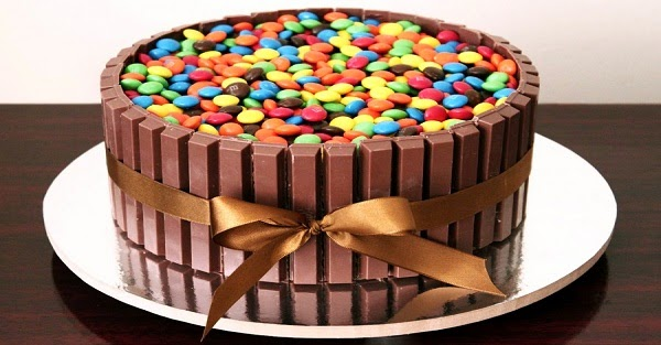 Bolo Kit Kat para Festa de Aniversário (passo-a-passo) (Imagem: Reprodução/Internet)
