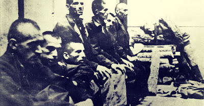 Sejarah  Kroasia    Yugoslavia adalah nama dari suatu negara di Eropa Timur yang sekarang sudah mengalami keruntuhan. Runtuhnya Yugoslavia sempat menjadi buah bibir masyarakat internasional akibat proses keruntuhannya yang begitu berdarah & merenggut nyawa ribuan orang. Kendati masih kalah tenar jika dibandingkan dengan negara tetangganya Bosnia di sebelah selatan, Kroasia juga harus melalui panasnya api peperangan terlebih dahulu sebelum bisa menjadi negara merdeka seperti sekarang.  Perang Kemerdekaan di Kroasia berlangsung pada tahun 1991 hingga 1995. Perang ini bermula ketika negara bagian Kroasia memerdekakan diri dari negara induknya, Yugoslavia. Ketika pasukan Yugoslavia yang dibantu oleh milisi-milisi etnis Serb mencoba menggagalkan deklarasi kemerdekaan tersebut lewat jalur bersenjata, wilayah Kroasia pun berubah menjadi medan tempur. Perang ini memiliki hubungan yang erat dengan Perang Bosnia karena jalannya peperangan di Bosnia turut berpengaruh pada perkembangan situasi di Kroasia.    LATAR BELAKANG  Bicara soal Perang Kemerdekaan Kroasia, maka mau tidak mau kita harus membahas soal sejarah hubungan etnis Serb & Kroat itu sendiri. Kendati Serb & Kroat memiliki kedekatan dalam hal sosial budaya, kedua etnis tersebut juga memiliki ciri khasnya masing-masing. Sebagai contoh, jika etnis Serb mayoritasnya menganut agama Kristen Ortodoks, maka Kroat sebagian besarnya adalah penganut agama Katolik. Dalam hal bahasa, jika Serb menggunakan aksara Cyrillic sebagai abjad utamanya dalam komunikasi tertulis, maka etnis Kroat menggunakan aksara Latin.   Peta Kroasia.   Perbedaan kultural antara Serb dengan Kroat tidak lepas dari fakta bahwa hingga abad ke-20, wilayah cikal bakal Kroasia berstatus sebagai bawahan dari wilayah Kekaisaran Austria-Hongaria. Ketika Austria-Hongaria akhirnya runtuh di tahun 1918 akibat kekalahannya dalam Perang Dunia I, wilayah Kroasia - bersama dengan Slovenia - menyatu dengan wilayah Kerajaan Serbia untuk membentuk Kerajaan Serb, Kroat, &