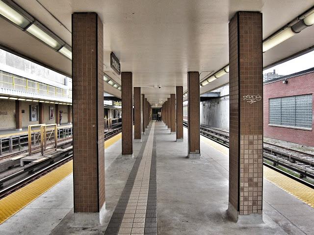 Davisville southbound platform view