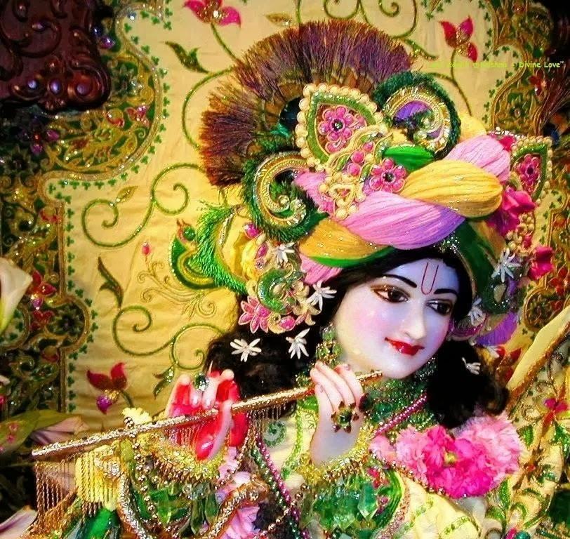 Cute Kanha Ji: Beautiful Lightning On Lord Krishna Statue
