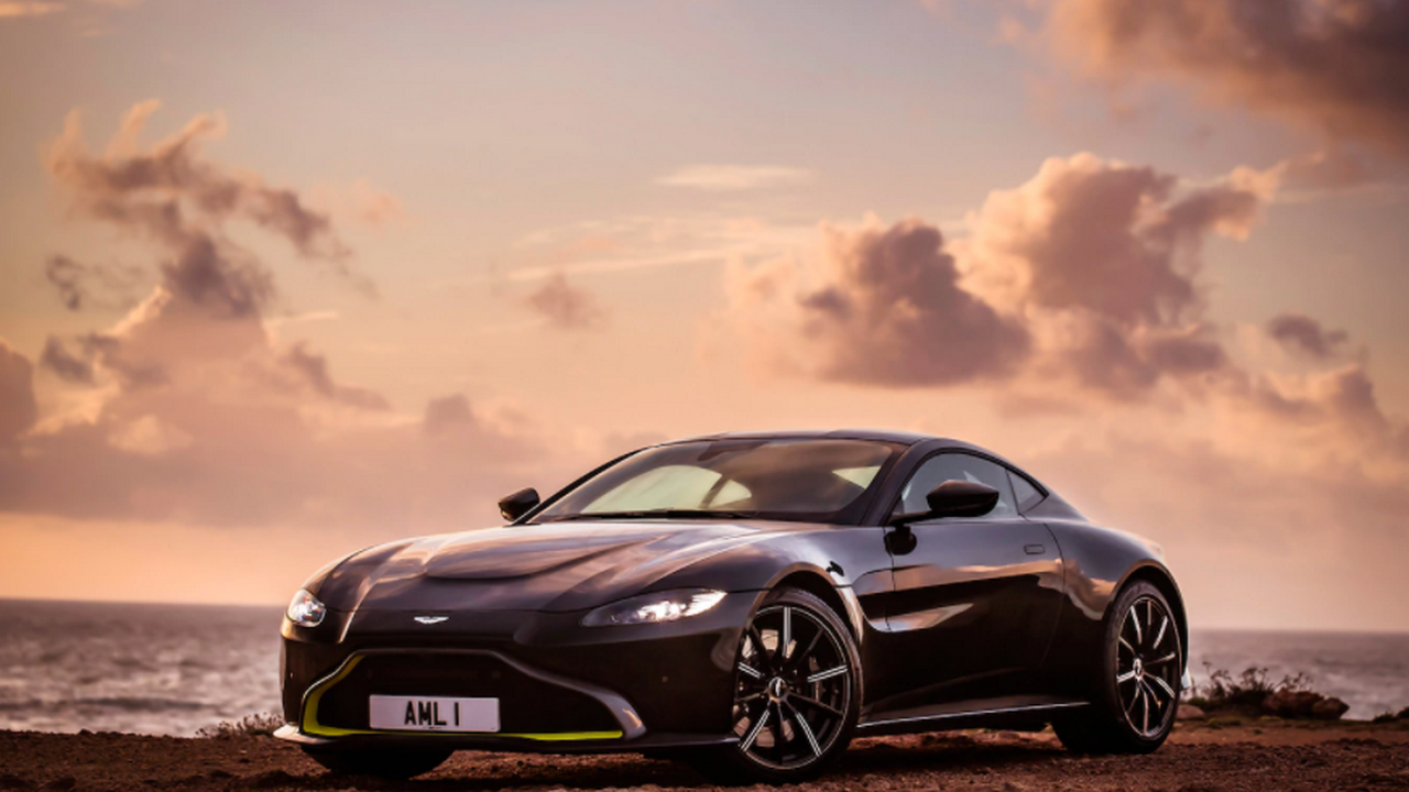 Hot 2019 Aston Martin Vantage Review