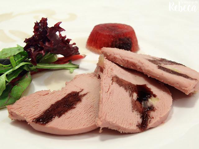 Foie con gelatina de espumoso rellena de frutos rojos