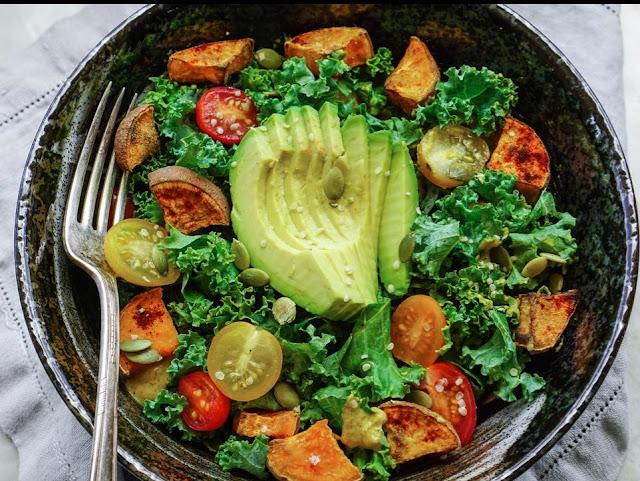 Tak Mesti Salad, Makan Lalapan Juga Sehat