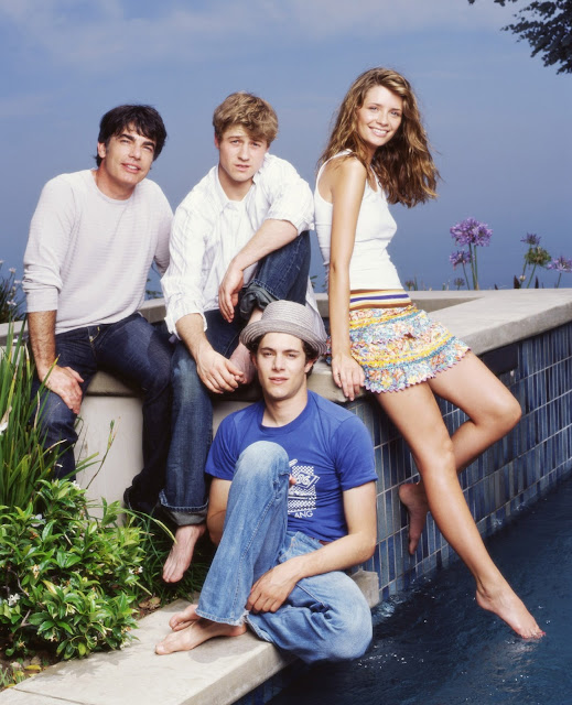 the oc season 1 promotional photo ryan, seth, sandy, marissa barefeet pool
