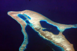 Pulau dengan bentuk lumba-lumba