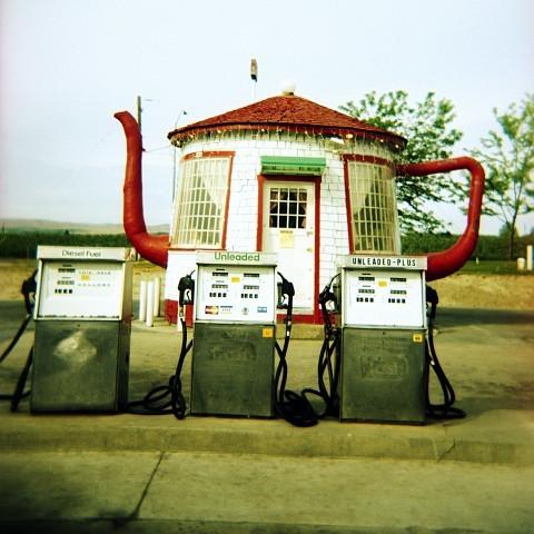 LA FOTO DEL DIA Teapot Gas Station in Zillah, Washington State 3