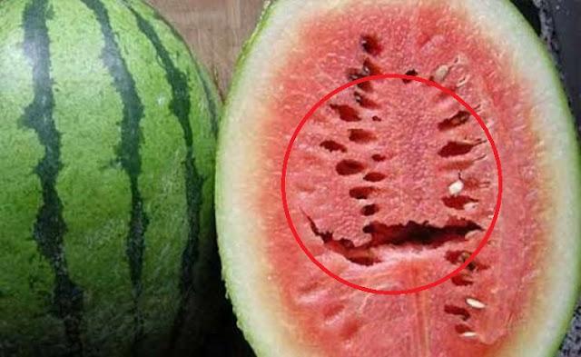 اذا رأيت هذه الشقوق في فاكهة البطيخ قم برميها فورا بعيداً إليكم السبب