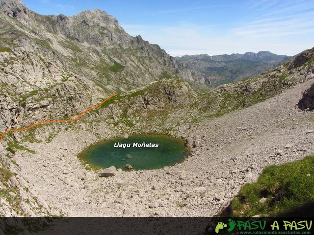 Lago de Moñetas subiendo el Escamellau