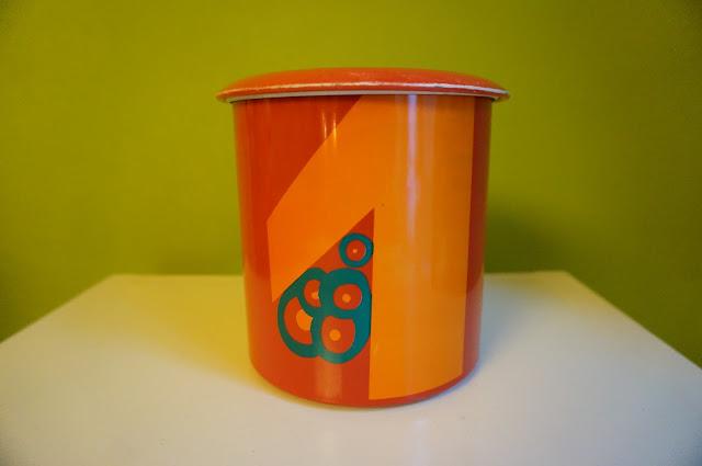 boite metal années 70  70s tin box 1970s pop art