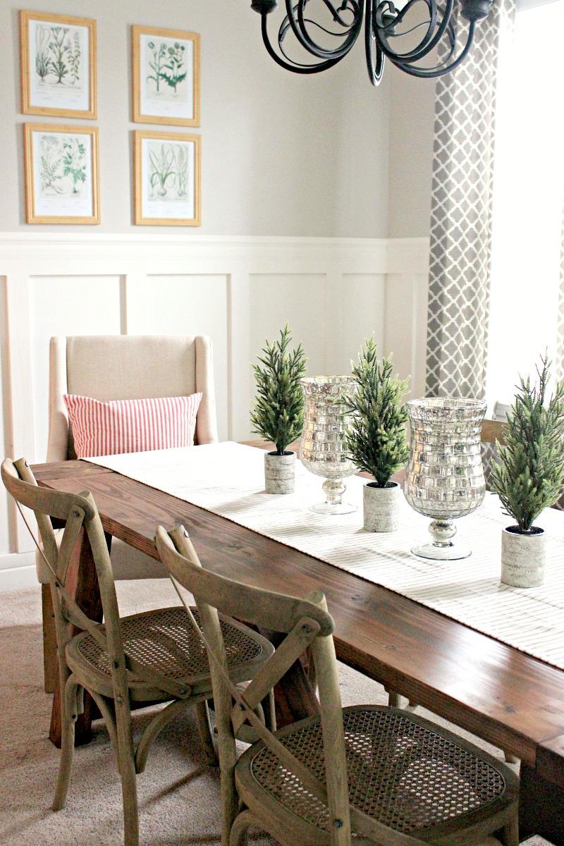 Christmas farmhouse dining room