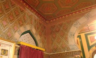 ukiran dinding istana maimun