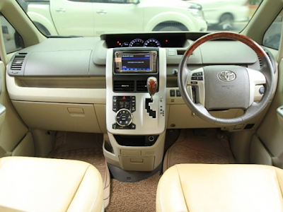 Interior Dashboard Toyota NAV1