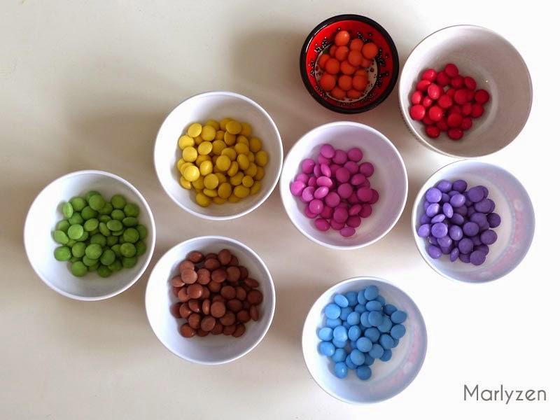 Triez les Smarties par couleur.