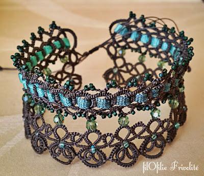 Bracelet en frivolité avec rubans et perles
