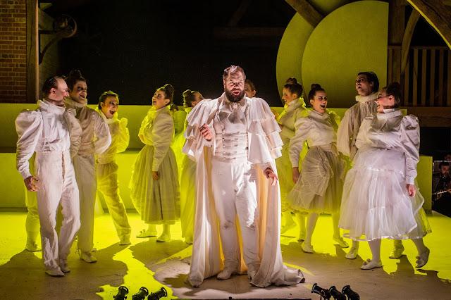Noa Mosley: Aurora - Andrew Tipple - Bury Court Opera (Photo Robert Workman)