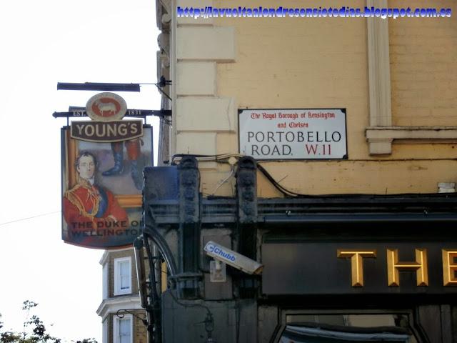 Fachada de una taberna típica inglesa en Portobello Road