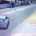 Joven Choca En Su Motocicleta, Se Levanta Y Después Le Cae Un Poste Encima
