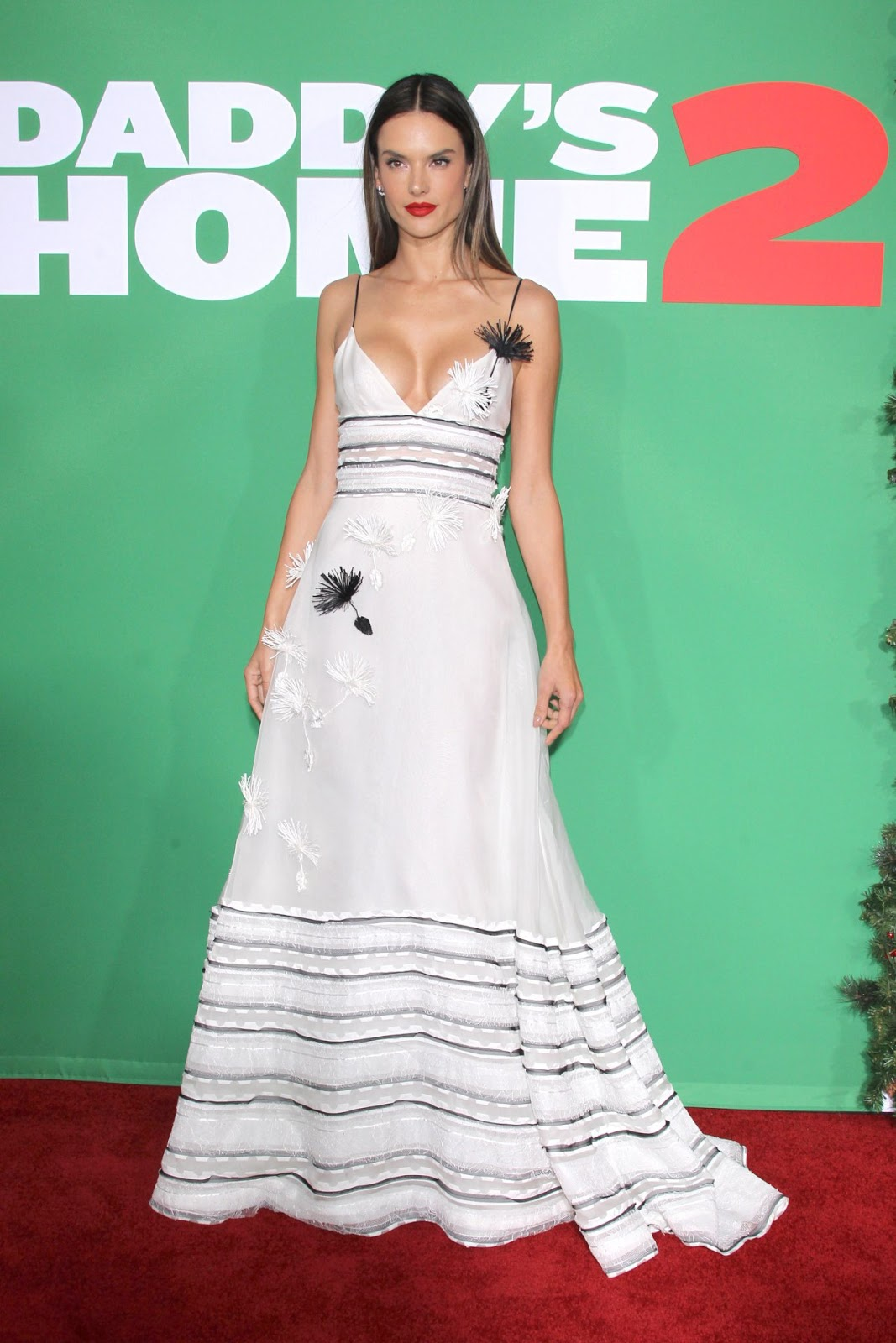 Alessandra Ambrosio – Daddy's Home 2 Premiere in Westwood