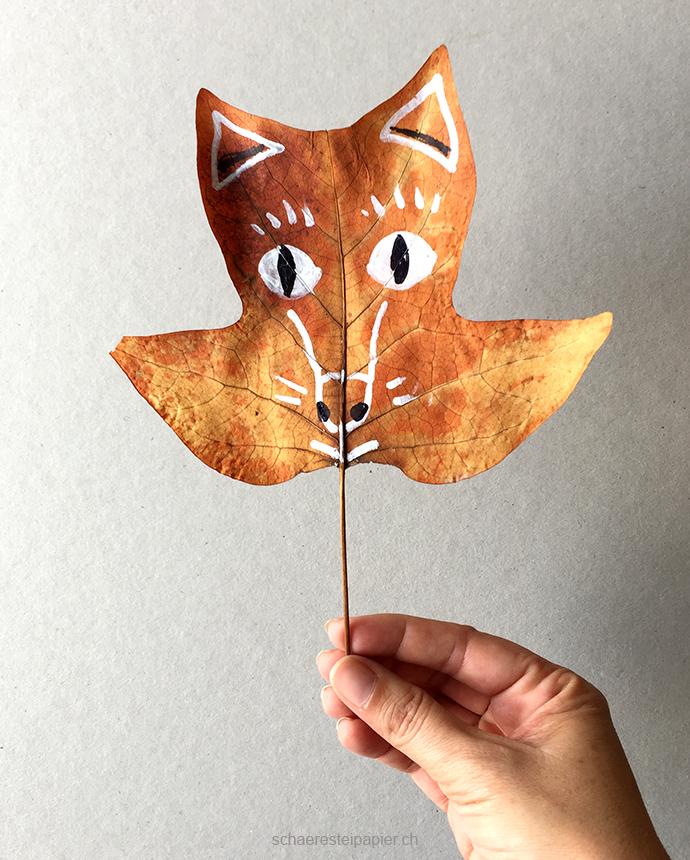 Schaeresteipapier es wird gekritzelt auf herbstbl tter for Herbstblatter basteln