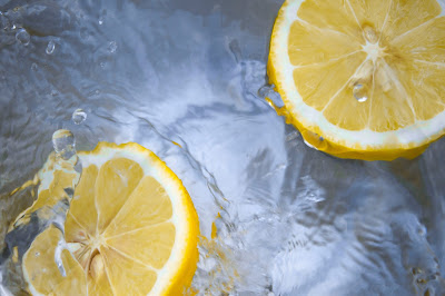 白木耳的可溶性膳食纖維,水中遇到酸或熱會溶解變濃稠