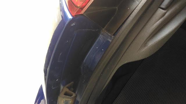 【生活分享】五股金讚汽車 Golden Top - 不愉快的烤漆經驗 (前傳) - 遍及全車的證據 - 後箱尾門