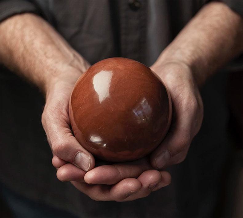 'Hikaru dorodango' es el arte japonés de convertir la tierra en perfectas esferas