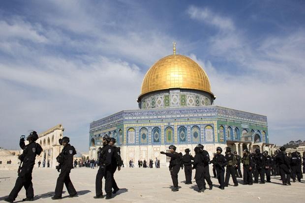 Mengapa Arah Kiblat Berpindah Dari Masjid Al-Aqsha ke Ka`bah Mekkah, Ternyata ini Hikmahnya