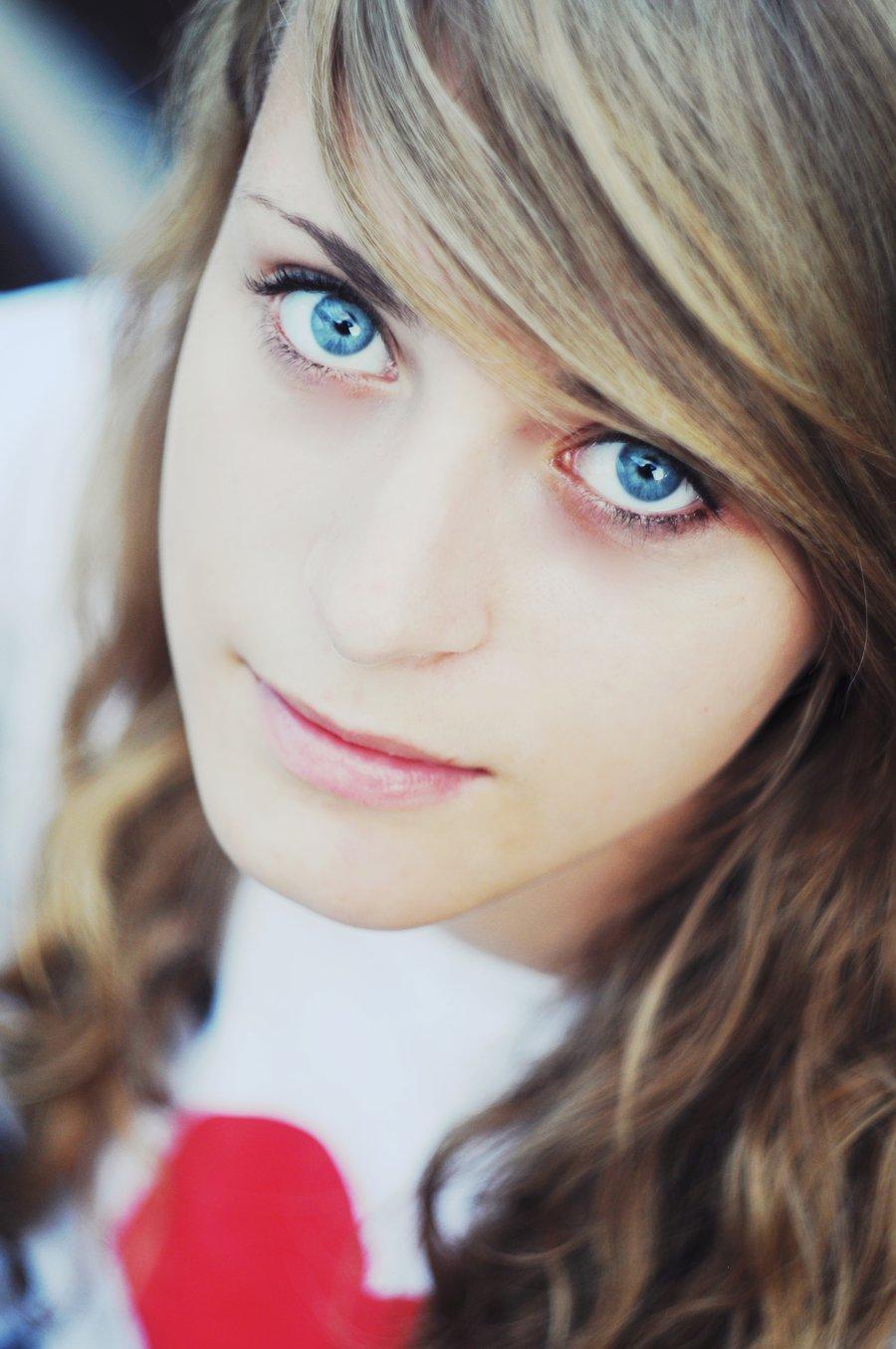 Miss Mindless Blue Eyed Girl