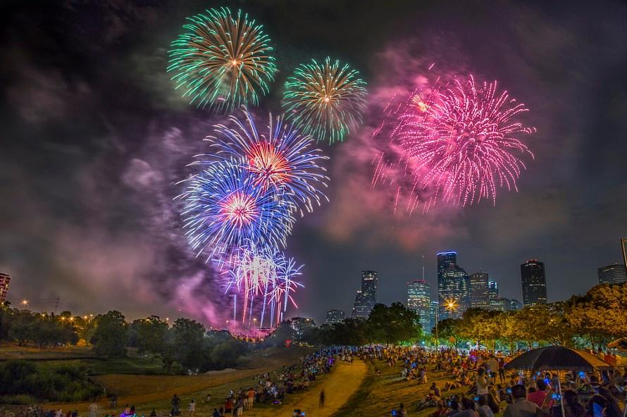 Tips Sederhana Memotret Pesta Kembang Api pada Acara Tahun Baru terindah