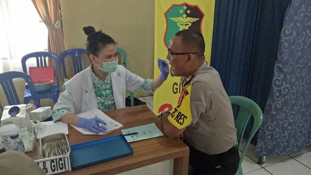 Tim Dokkes Polda Sumsel Adakan Pemeriksaan Kesehatan  Kepada Personil Polres Prabumulih