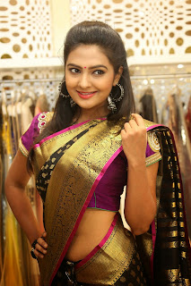 Hot Saree Navel Show