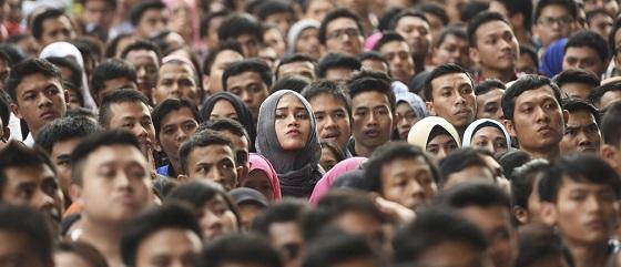 """भारत में रोजगार का सबसे बड़ा """"अकाल"""" : 82% पुरुष और 92% महिलायें 10,000 से भी कम वेतन पर काम कर रहे"""