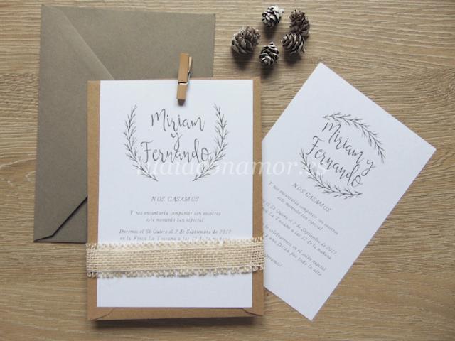 Invitaciones con ramas dibujadas de estilo rústico para bodas en el campo o rurales