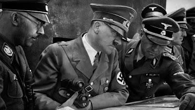 nazis con hitler preparando una contra ofensiva