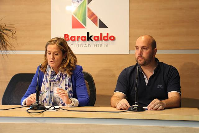 La alcaldesa y el concejal de Acción Social