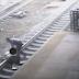 Шокирующее видео: полицейский спас парня за секунды до смерти
