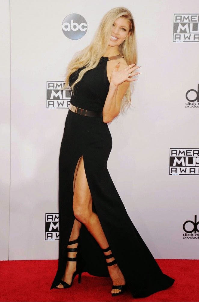 The singer fergie keeps her style in a long gown at los angeles