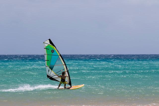 Surfista a Risco al Paso-Fuerteventura