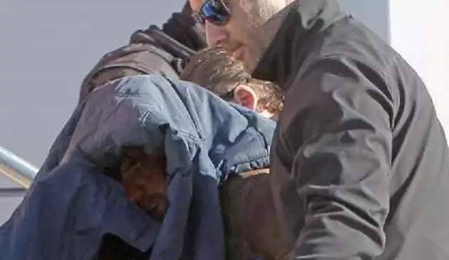 Έσπασαν στο ξύλο Αλβανό που μπήκε σπίτι τους να κλέψει, αυτός τους μήνυσε και τους έστειλε στον Εισαγγελέα!