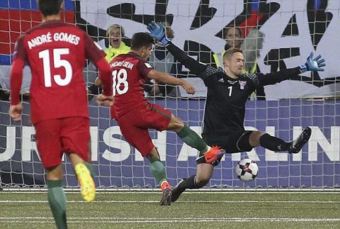 Silva lập hattrick mở tỉ số cho trận đấu với Đảo Faroe.