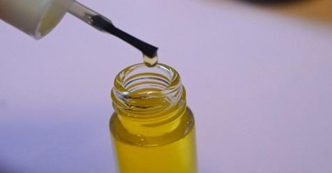 El aceite más efectivo para el engrosamiento y crecimiento del pelo, cejas y pestañas.